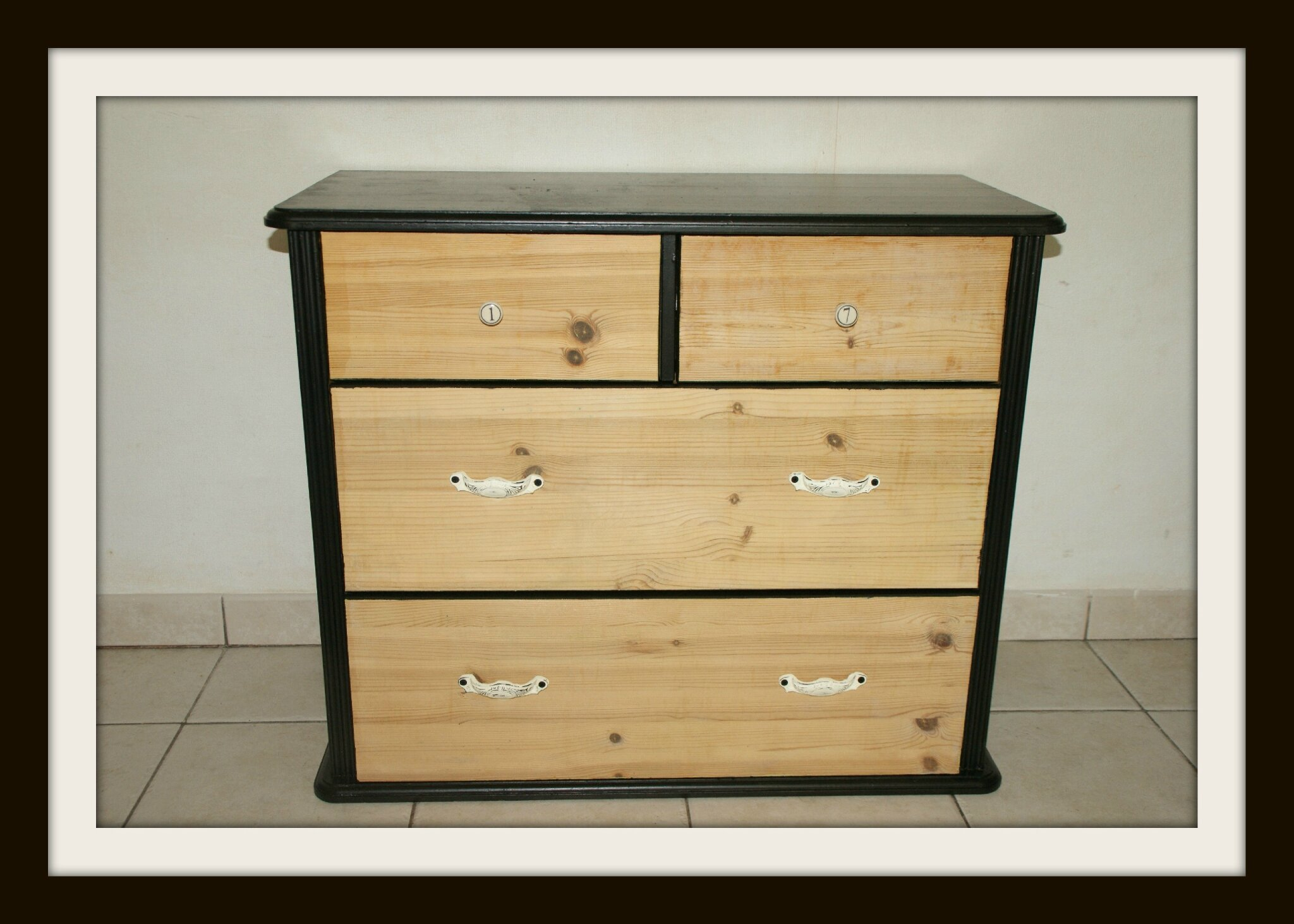 commode noire et bois la p 39 tite mouche. Black Bedroom Furniture Sets. Home Design Ideas