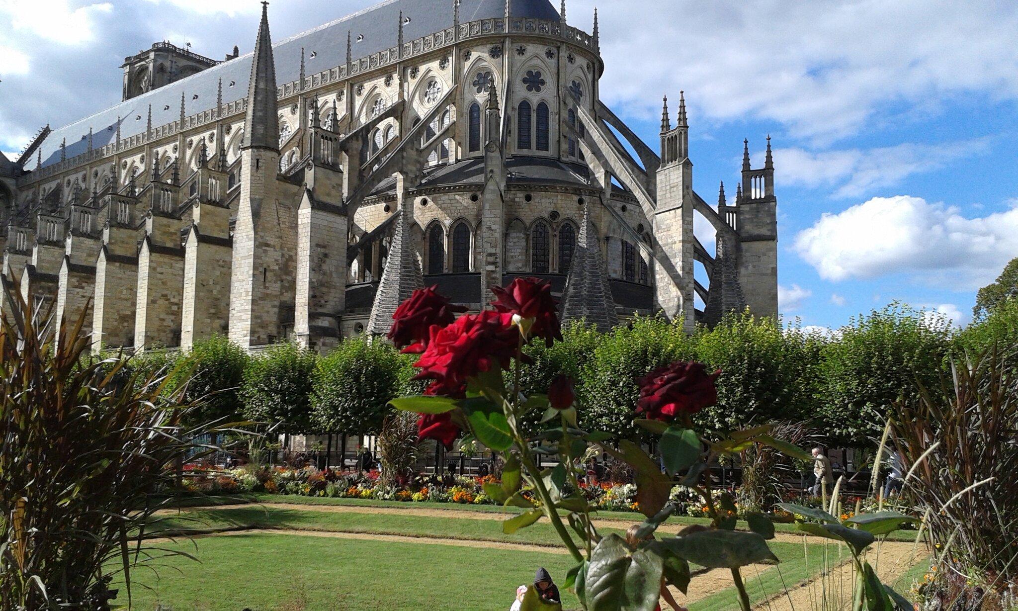 Bourges_Cath_drale_et_jardin__19_