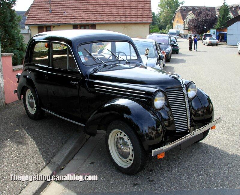 Renault juvaquatre berline 4 portes (1939-1951)(32ème Bourse d'échanges de Lipsheim) 01