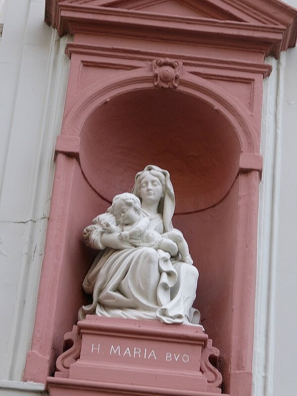 AVE MARIA ROUGE ET BLANCHE