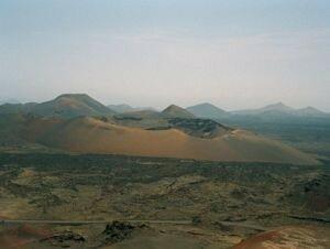 300px_Lanzarote_vulkankegel_2000
