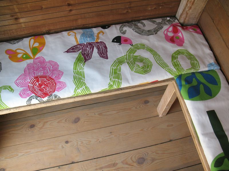 ammenagement int rieur de la cabane des enfants coussins color s brin et brindille atelier. Black Bedroom Furniture Sets. Home Design Ideas