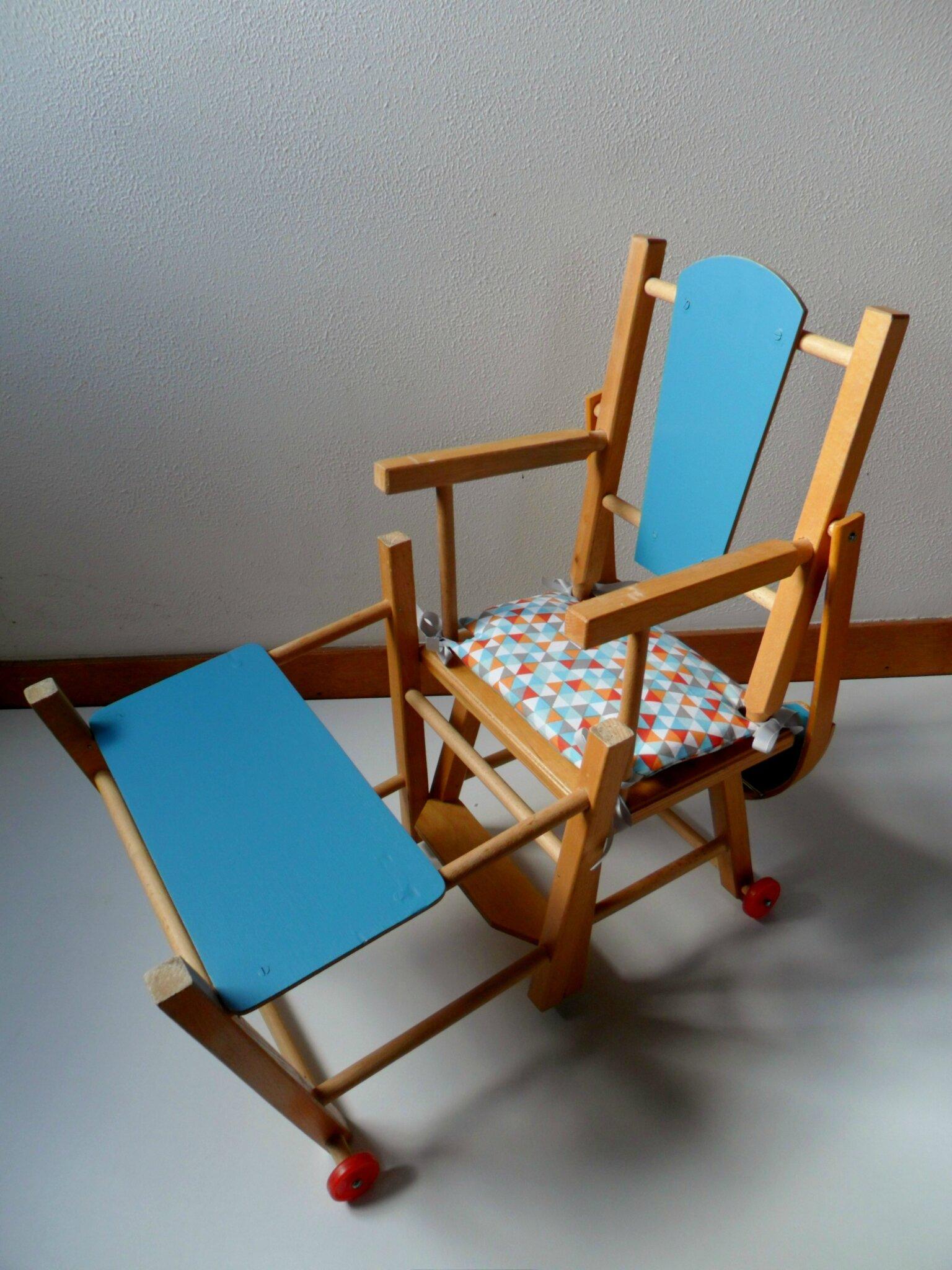 Chaise haute vintage en bois pour poupée, pliable VENDUE