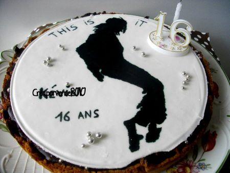 michael jackson sur un gateau d'anniversaire et la fameuse tarte