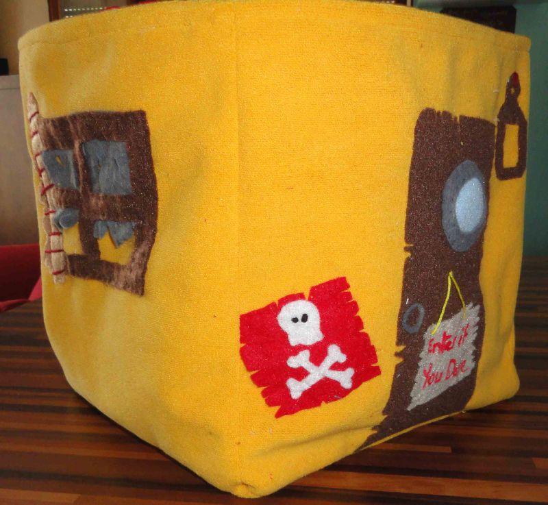 panier carre tissu cabane pirates photo de mes sacs a main a couches paniers basket. Black Bedroom Furniture Sets. Home Design Ideas