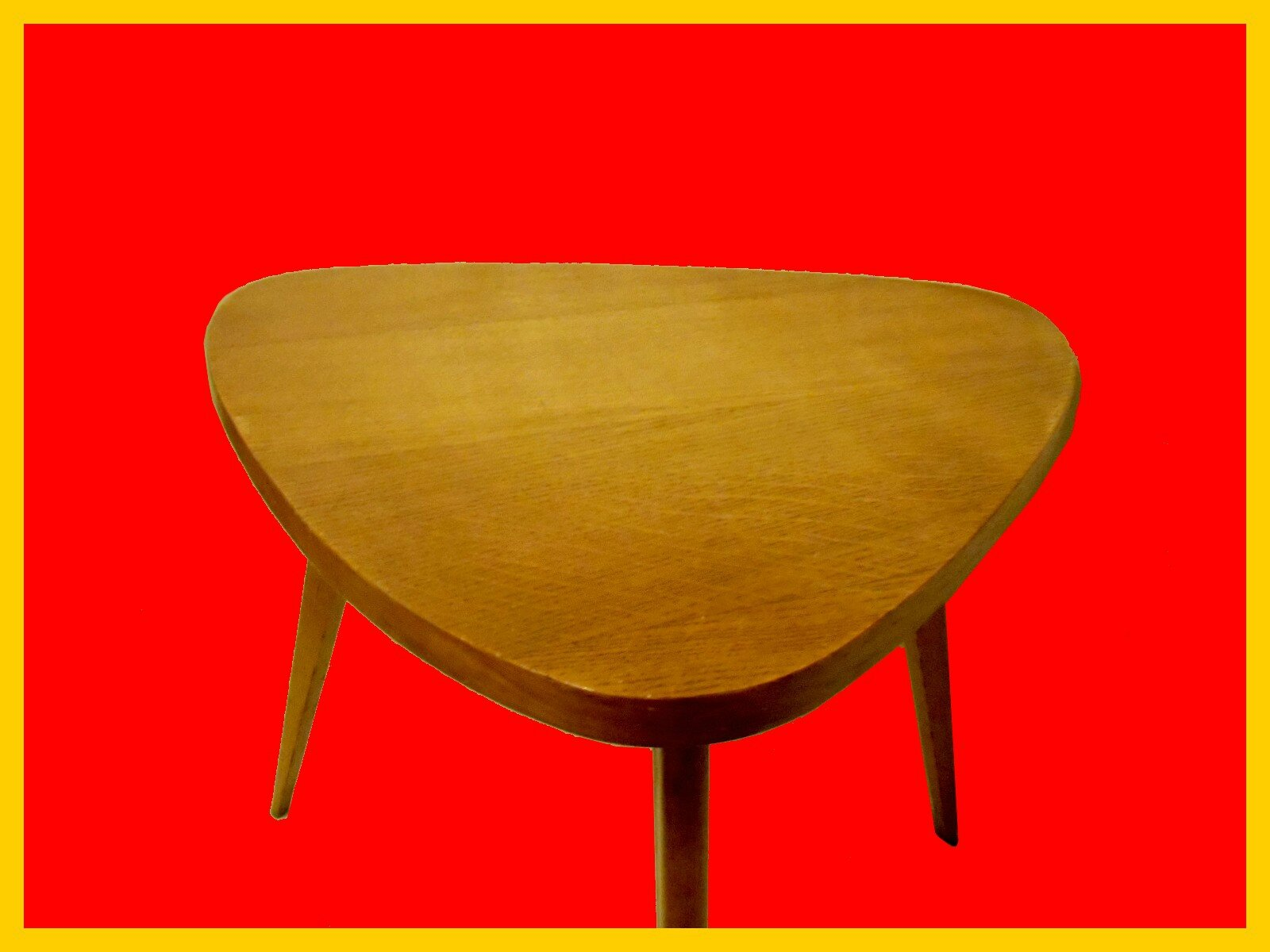 Table basse design vintage scandinave meubles et for Table triangulaire scandinave