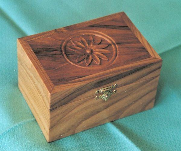 boite à bijoux-merisier sculpté