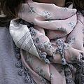 Mon foulard à pompons