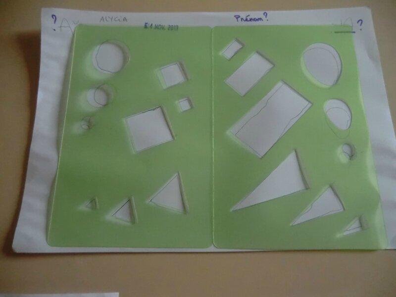 Pochoirs formes g om triques dans la classe de florence for Pochoir geometrique