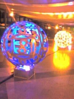Les sphères lumineuses de Darlan Rosa, à Jussieu