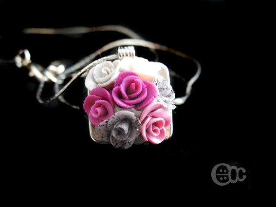 Pendentif carré roses rose-gris-crème