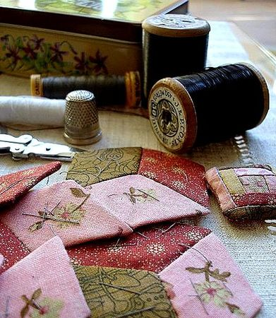 450px_Starting_to_sew_a_quilt