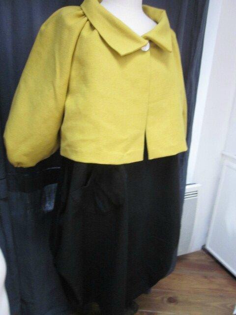 Veste BLANCHE en lin épais mais souple jaune moutarde fermée par un bouton de nacre (6)
