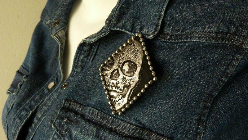 Broche Skull effet métallisé (2)