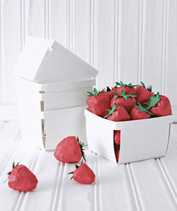 gal5_0505_strawberries_basket_300
