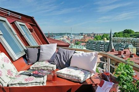 sweden-apartment-desgin-with-cool-balcony-3-554x368[1]