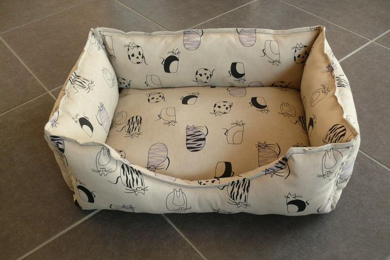 le coussin chat sur mesure rose verte et r ves or. Black Bedroom Furniture Sets. Home Design Ideas