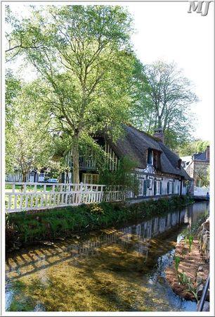 Maison et canal