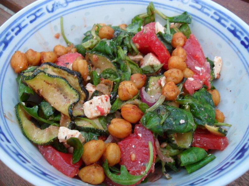 salade_de_courgettes_r_ties__tomates_et_pois_chiches_r_tis_kika_cilantro