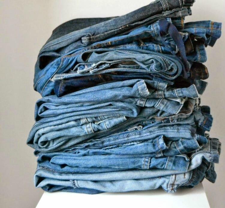 tas de jeans pour recyclage