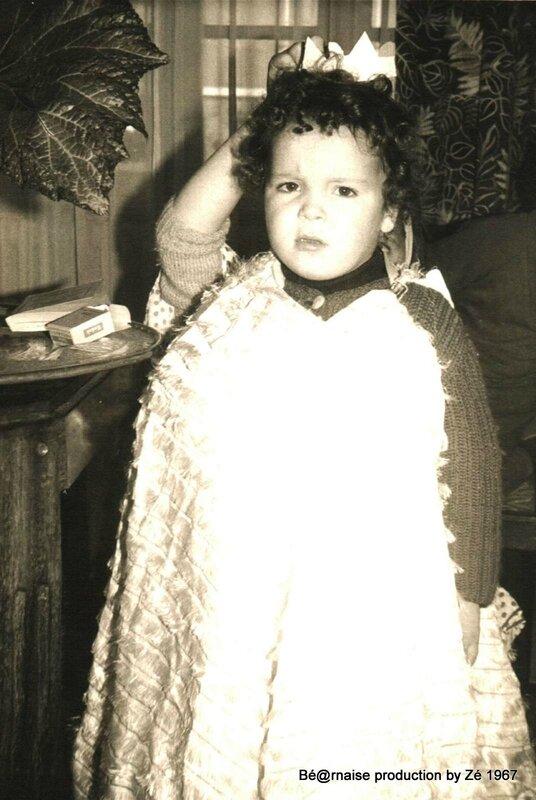 Hervé déguisé 3 ans (Quimperlé, décembre 1967)