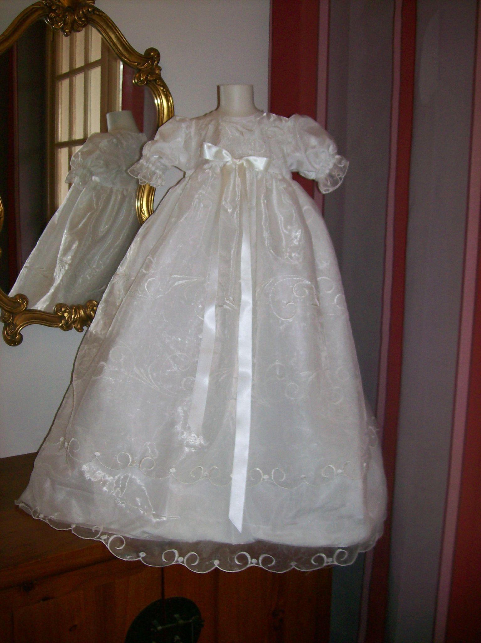 robe longue de bapteme brod e festonn e noeud satin devant taille 9 12 mois possibilit e de. Black Bedroom Furniture Sets. Home Design Ideas