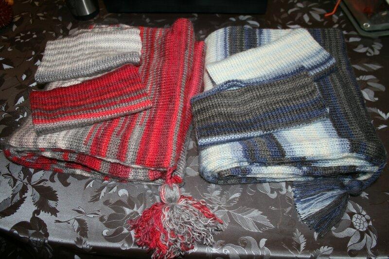 écharpes capuches et mitaines assorties