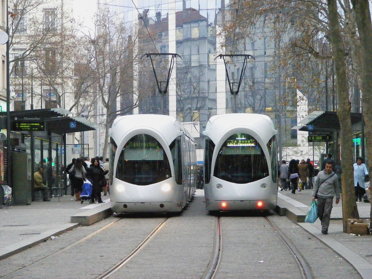 lyon le tramway f te ses 10 ans transporturbain le webmagazine des transports urbains. Black Bedroom Furniture Sets. Home Design Ideas