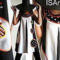Tendances printemps été 2013 : une robe trapèze chasuble aux allures sixties noire et blanche aux imprimés géométriques à pois !