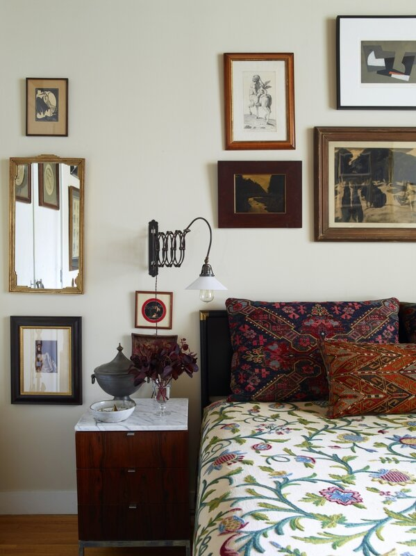 alexandra-loew-bedroom-print-bedspread-mirror-artwork-walls