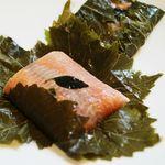 saumon en papillote de vigne