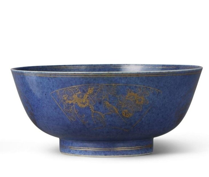 A powder blue and gilt famille-verte bowl, Qing dynasty, Kangxi period (1662-1722)