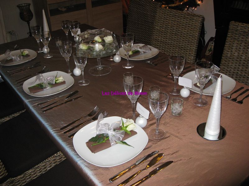 Table de r veillon chocolat et marron glac les - Deco table reveillon ...