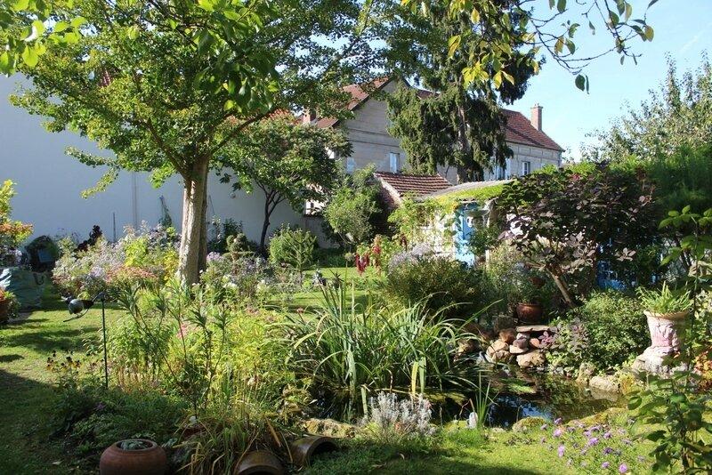 Retour dans mon jardin mamie jeannette jardine - Mamie baise dans le jardin ...