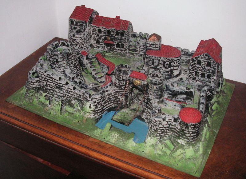 chateau fort la caverne d 39 oli baba. Black Bedroom Furniture Sets. Home Design Ideas