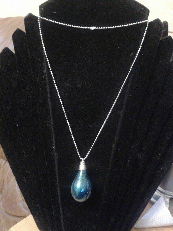 collier goutte d'eau à paillettes bleues