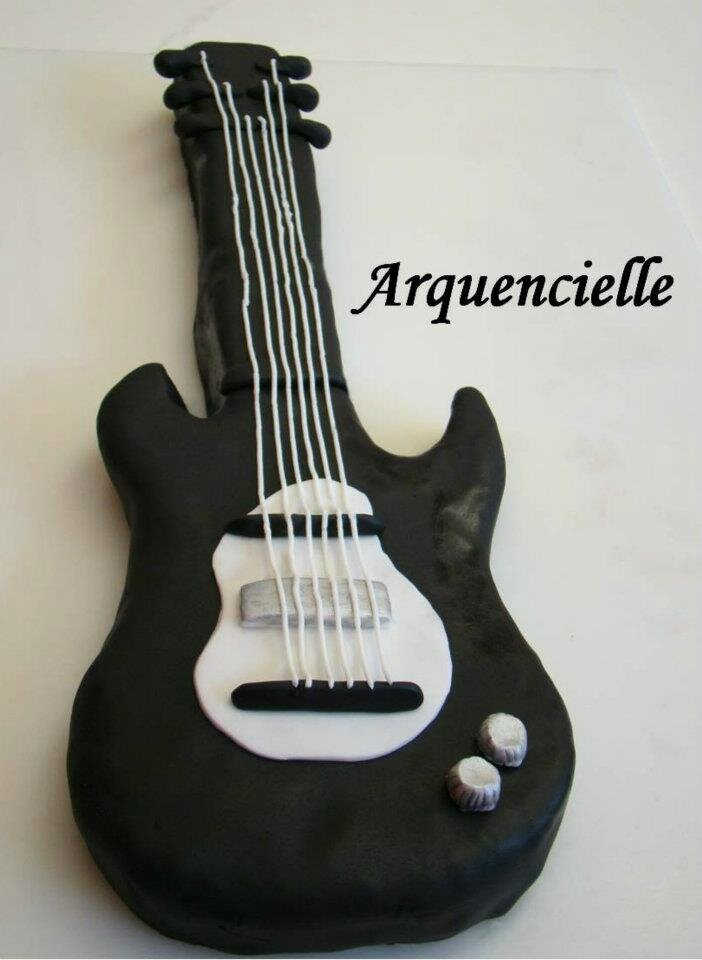 tutoriel vid o comment faire un g teau en forme de guitare les cr ations d 39 arquencielle. Black Bedroom Furniture Sets. Home Design Ideas