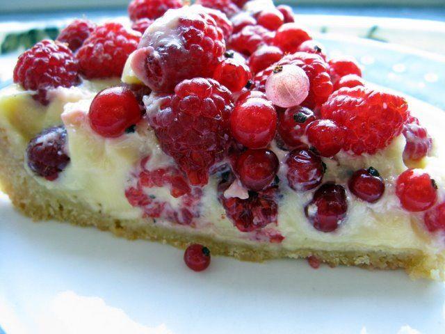 tarte sablée, crème pâtissière à la vanille et fruits rouges du