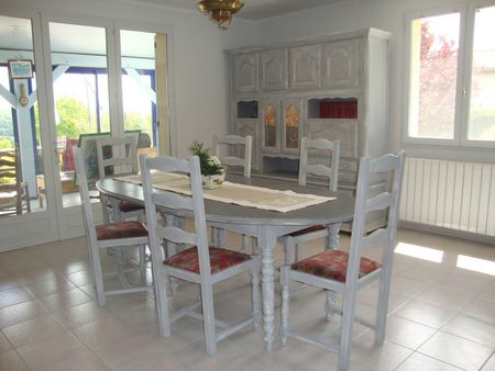 Table chaises et living relook s kr ative d co for Living salle a manger