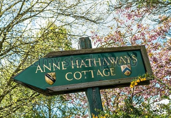 anne-hathaways-cottage-and-gardens-in-stratford-upon-avon-was-the-ew87p5