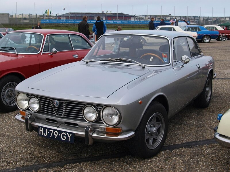 Nationale_oldtimerdag_Zandvoort_2010,_1972_ALFA_ROMEO_2000GTV,_HJ-79-GY