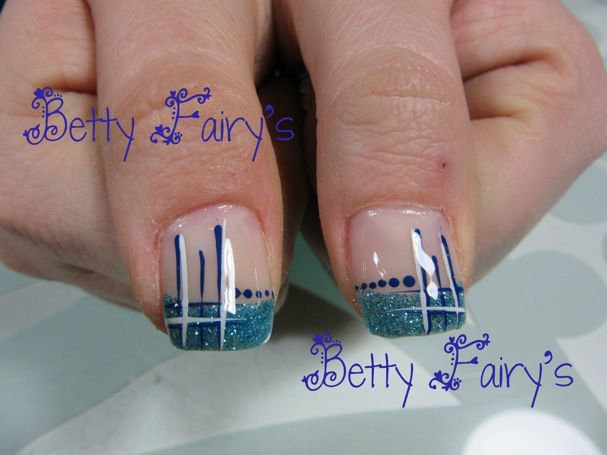 Ongle en gel bleu marine et blanc - Ongle bleu marine ...