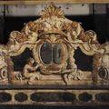 Paire de miroirs, banc de palais, fauteuil d'apparat & grand blason d'alliance de la famille cicogna-mozzoni