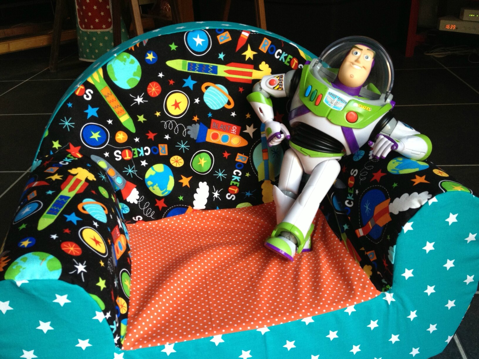have a break buzz lightyear lily sam. Black Bedroom Furniture Sets. Home Design Ideas