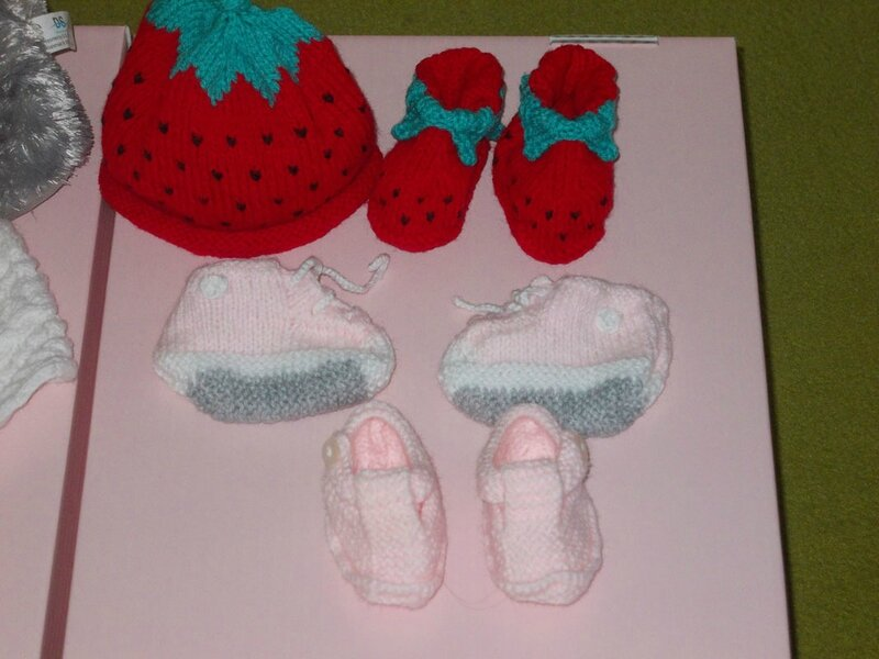 modele tricot chaussons fraise