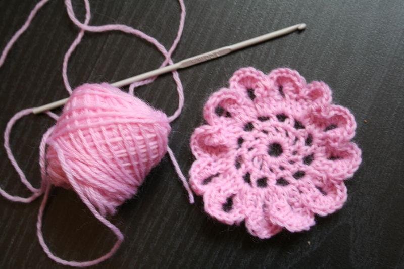 fleurs au crochet explication. Black Bedroom Furniture Sets. Home Design Ideas