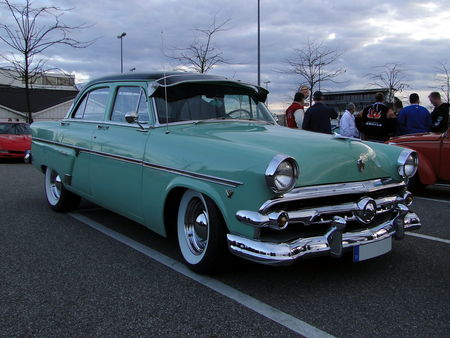 FORD_Customline_4door_Sedan___1954__Rencard du Burger King, Offenbourg 2_