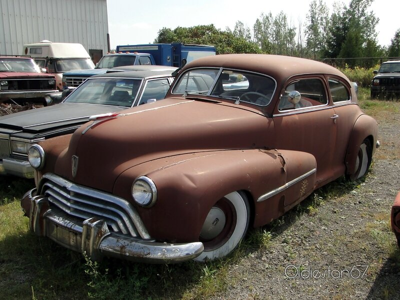 oldsmobile-66-special-club-sedan-1947-a