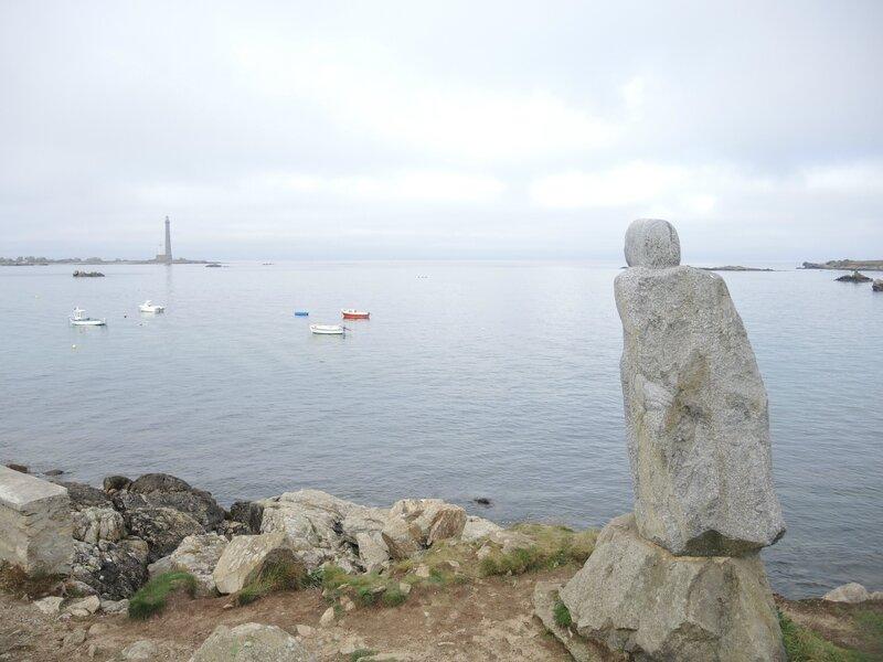 Plouguerneau, statue Victor Hugo et île Vierge