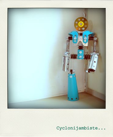 cyclonojambiste_meccano_robot_metal_mechanical_man